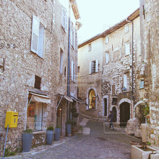 フランスの小さな街の入り口の写真・画像素材[947240]