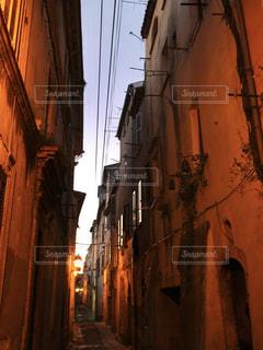南フランスの夕暮れの街の写真・画像素材[950009]