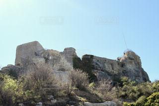 フランスの山にある建物の写真・画像素材[954513]
