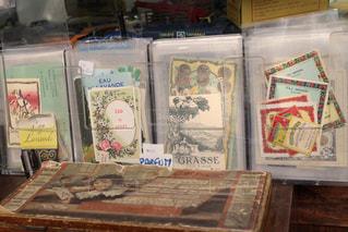 蚤の市で見つけた紙ものの写真・画像素材[954519]