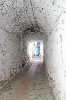 ヨーロッパの白いトンネルの写真・画像素材[4316010]
