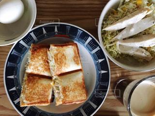 朝食のホットサンドの写真・画像素材[1009554]