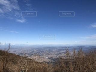 背景の山と木の写真・画像素材[949237]