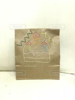 後輩への誕生日プレゼント🎁紙刺繍をして世界にひとつだけのラッピング❤️の写真・画像素材[1060040]