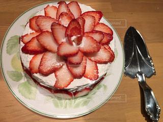 皿の上のケーキの写真・画像素材[933282]