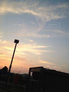 夕暮れ時の都市の景色の写真・画像素材[933546]