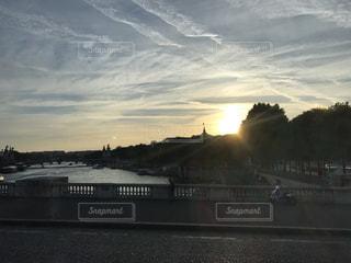 街に沈む夕日の写真・画像素材[934533]
