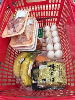 スーパーで特売品のお買い物の写真・画像素材[934169]