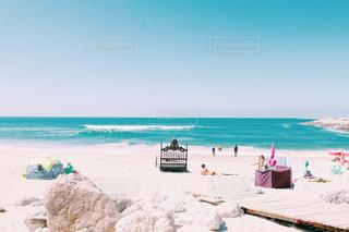 海の横にある砂浜のビーチの写真・画像素材[934296]