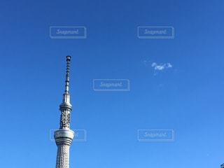 青空にそびえる東京スカイツリーの写真・画像素材[934278]