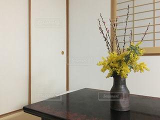 和室と春の花の写真・画像素材[935195]
