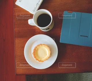 仕事の合間 コーヒーブレイクはニューヨークチーズケーキでの写真・画像素材[2918391]