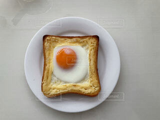 目玉焼きトーストの写真・画像素材[4351830]