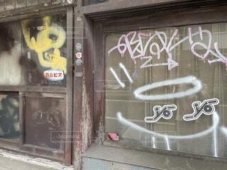 建物の落書きの写真・画像素材[4634697]