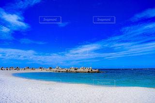青い空と白い砂浜の写真・画像素材[962368]