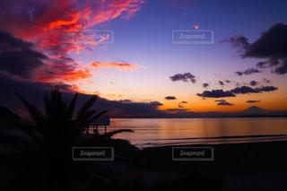 海に沈む夕日の写真・画像素材[934778]
