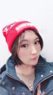 赤い帽子 と 私…の写真・画像素材[942669]