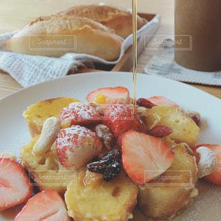 手作りパンでフレンチトーストの写真・画像素材[982868]