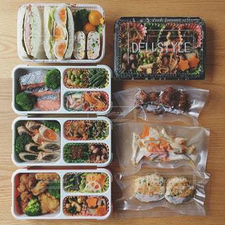 単身赴任の旦那さんのお弁当の写真・画像素材[982878]