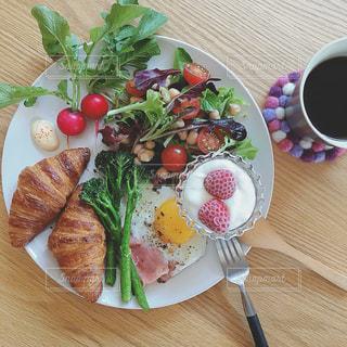 自家製野菜のワンプレート朝ごはんの写真・画像素材[1198888]