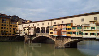 いくつかの水の上の大きな橋の写真・画像素材[936692]