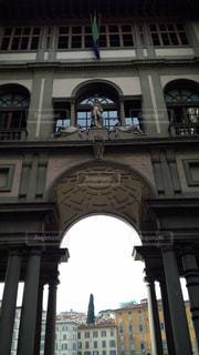 大きな建物の表示の写真・画像素材[936694]
