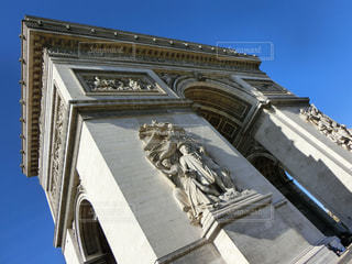 大きい石造りの時計塔のある建物の写真・画像素材[1726830]