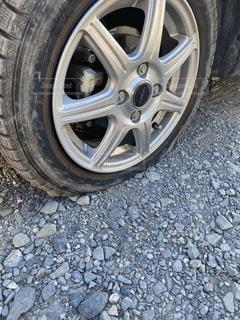 タイヤがパンクした。の写真・画像素材[3072617]