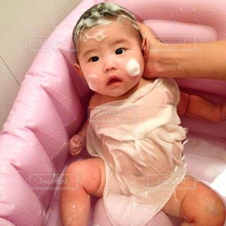 赤ちゃんの沐浴の写真・画像素材[937385]