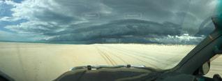 嵐の前のドライブの写真・画像素材[938562]