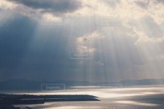 旅先で天使の梯子の写真・画像素材[938292]
