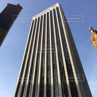 近くの塔のアップの写真・画像素材[938373]