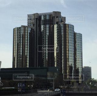背景の高層ビル街の景色の写真・画像素材[938374]