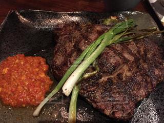 肉とブロッコリーを皿の上の食事の写真・画像素材[957527]