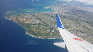 機内から見える島の写真・画像素材[938709]