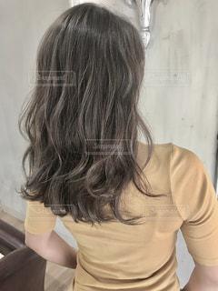 女性の後ろ姿の写真・画像素材[1263872]