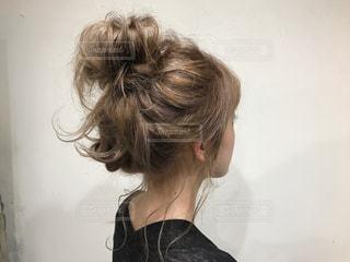 女性の後ろ姿の写真・画像素材[1263921]