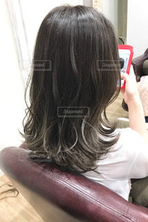 女性の後ろ姿の写真・画像素材[1265350]