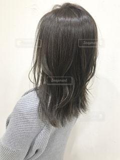 女性の後ろ姿の写真・画像素材[1265352]