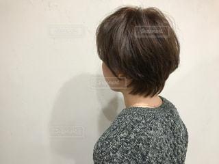 女性の後ろ姿の写真・画像素材[1509799]