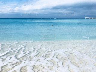 透き通るビーチの写真・画像素材[989286]
