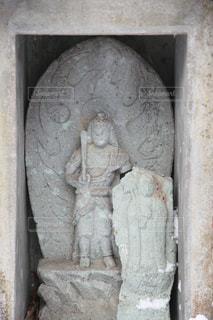 近くの石造りの建物の写真・画像素材[945511]