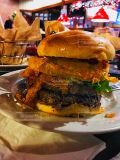巨大ハンバーガーの写真・画像素材[940209]
