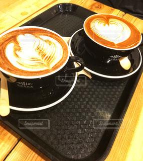 木製テーブルの上のコーヒー カップの写真・画像素材[941985]