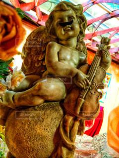 ヒゲのあるおちゃめな天使の写真・画像素材[942060]