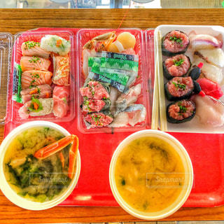 市場の新鮮お寿司が格安で食べれる唐戸市場の写真・画像素材[1060400]