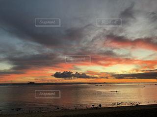 アラモアナビーチパークからのサンセットの写真・画像素材[940417]