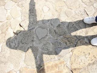 ハートの石と友人の写真・画像素材[957344]