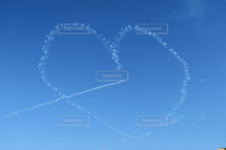飛行機雲の写真・画像素材[941073]
