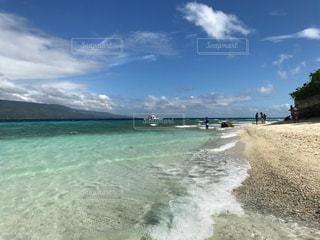 海の横にある砂浜のビーチの写真・画像素材[941100]